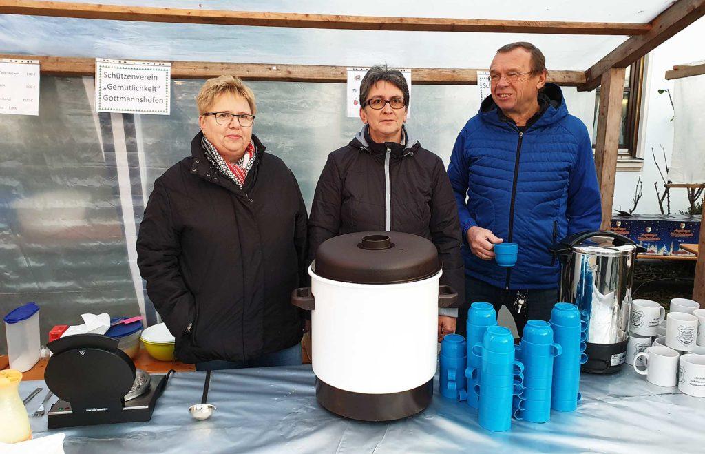 2019 Adventsmarkt in Gottmannshofen - Gottmannshofer Schützen bieten Punsch und Waffeln an
