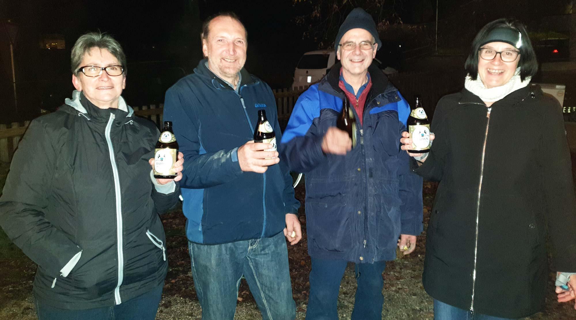 2019 Adventsmarkt in Gottmannshofen - Verdientes Feierabend-Bier zum Abschluss